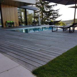 Die richtigen Terrassendielen für den Pool-Bereich